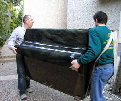 Перевозка пианино на ремнях